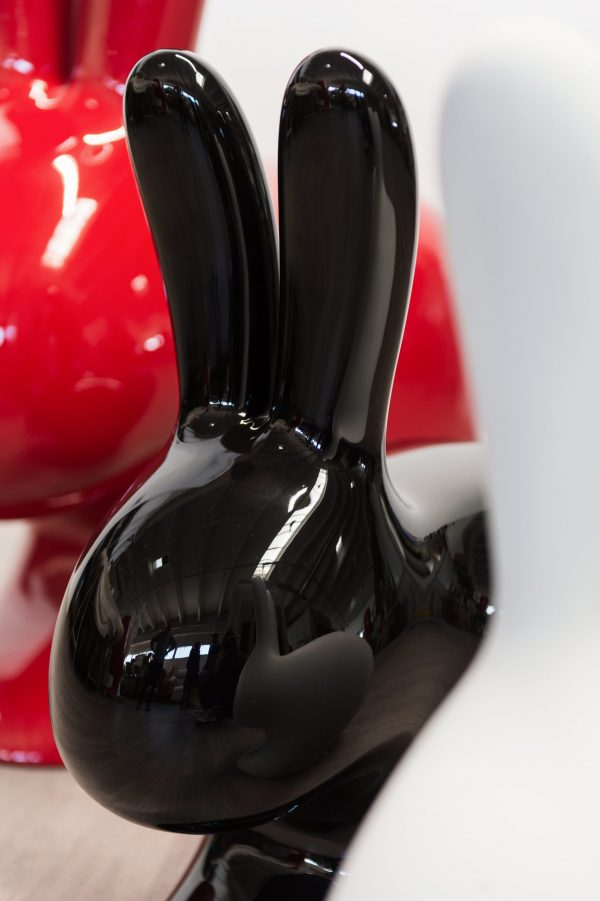 Qeeboo rabbit verniciatura a liquido lucido design